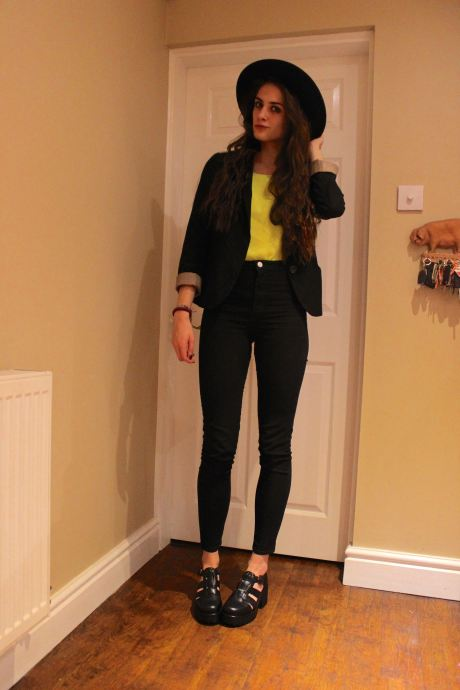 Hat: River Island Blazer: Oasis Blouse: New Look Jeans: H&M Shoes: Vagabond
